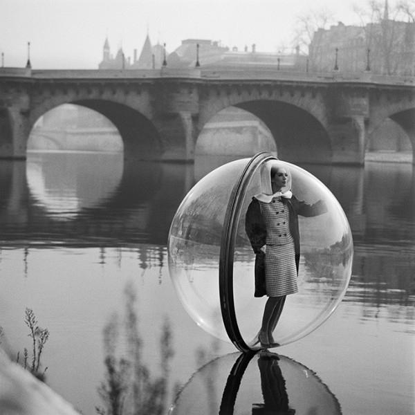 bubble-series-par-melvin-sokolsky-pour-harper-s-magazine-1963-7
