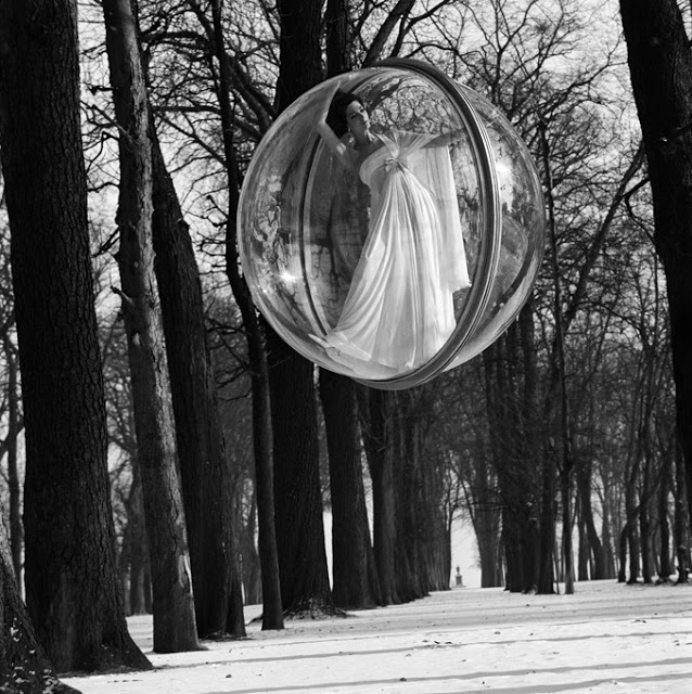 Bubble+Series+by+Melvin+Sokolsky+for+Harper%27s+Bazaar+1963+18