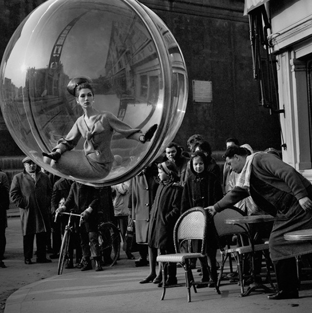 Bubble+Series+by+Melvin+Sokolsky+for+Harper%27s+Bazaar+1963+20