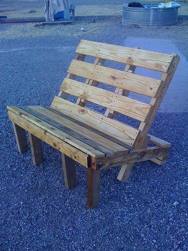 Krzesło drewniane z europalety
