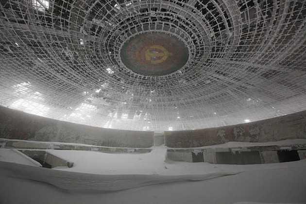 Construcciones socialistas de aspecto futurista Bulgaria-timothy-allen-31