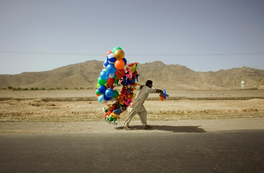 balloon-sellers-afghan-1