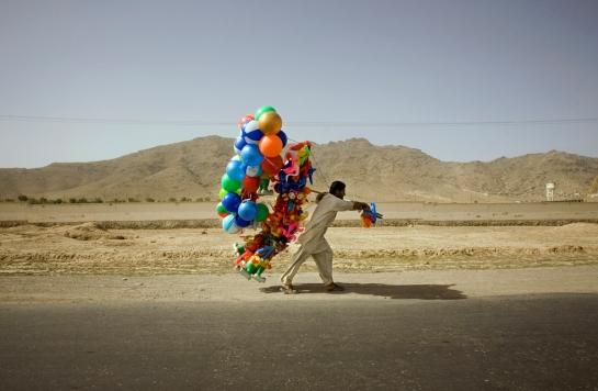balloon-sellers-afghan-1