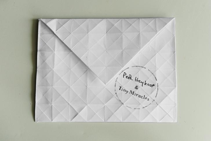 Pepe-Heykoop-Paper-Vase-Cover-3