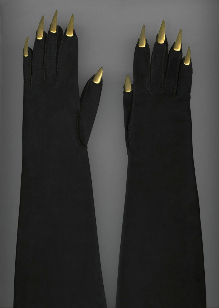 Suede gloves with gold metal talons, Elsa Schiaparelli  1936