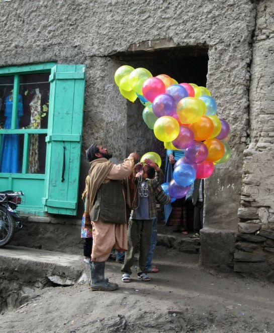 balloon sellers afghan 03