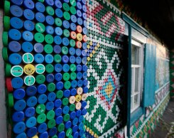bottle-cap-house-decoration-olga-kostina-5