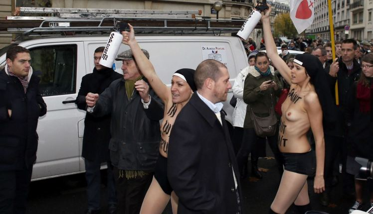 Femen paris 7
