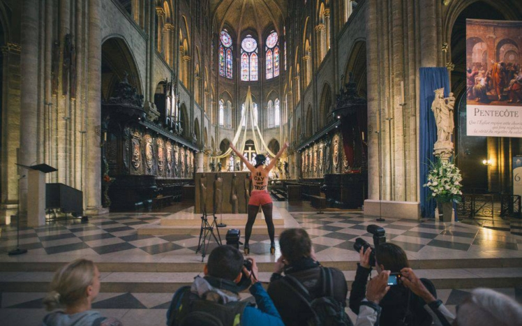 Femen_Notre-Dame_Paris  fascism rest in hell 2