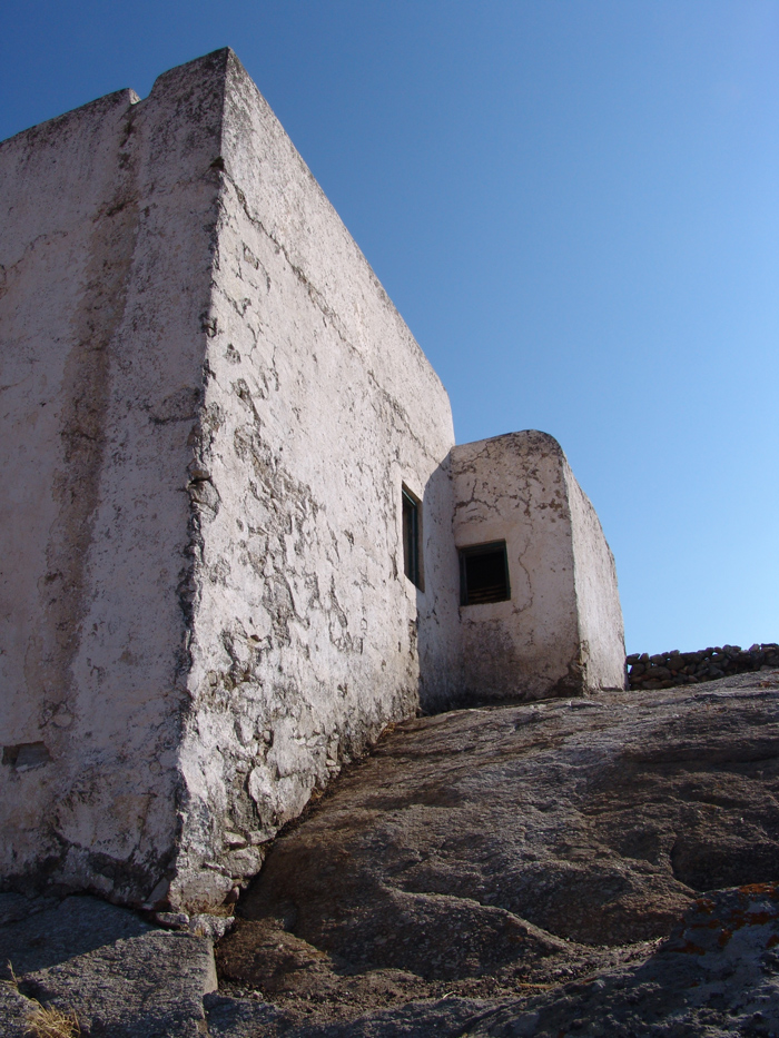 abandoned-house-Mykonos-by-