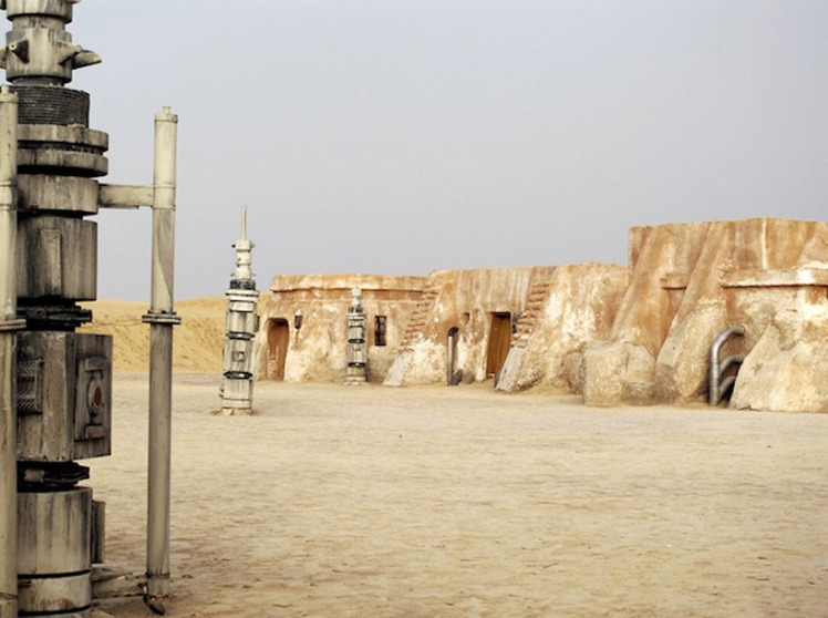 abandoned_starwars_sets_01