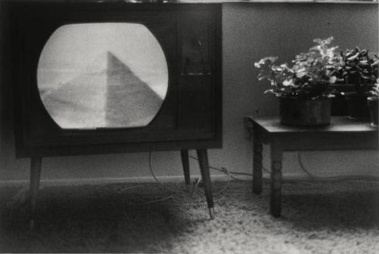Pyramide télévisée Plossu Bernard