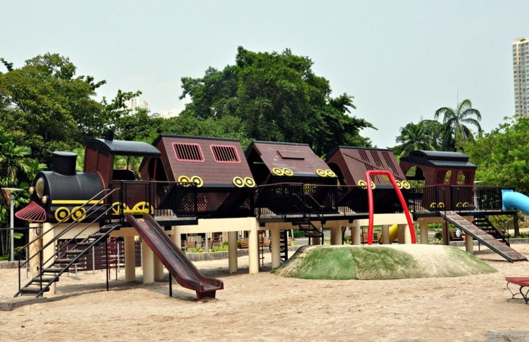 Tiong Bahru Park -tilted train playground