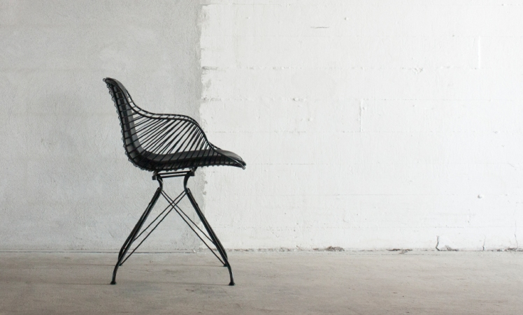 Overgaard-Dyrman_Wire-Dining-Chair_black_sideview