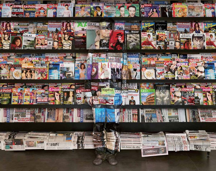 Liu Bolin Hiding in Paris no2 bookshelf