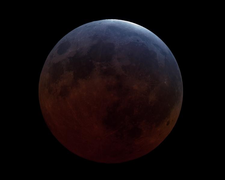 Rolf-Wahl-Olsen-Total-Lunar-eclipse-2015