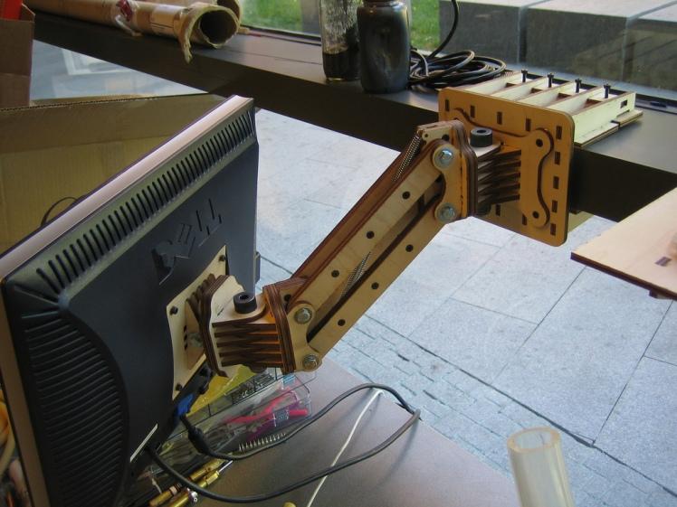 Swing-Arm-V21