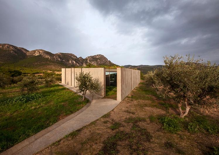 tense-architecture-residence-in-megara 02
