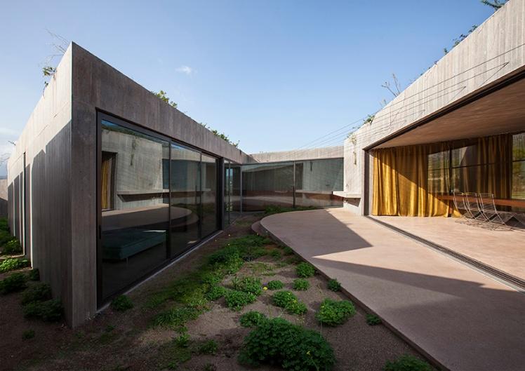 tense-architecture-residence-in-megara-08